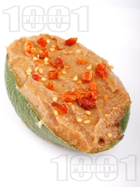 Веган пастет / разядка с гуакамоле и кьопоолу от патладжан (пълнено авокадо) - снимка на рецептата